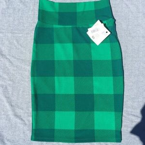 Lularoe Cassie skirt xs. NWT ACCEPTING OFFERS.